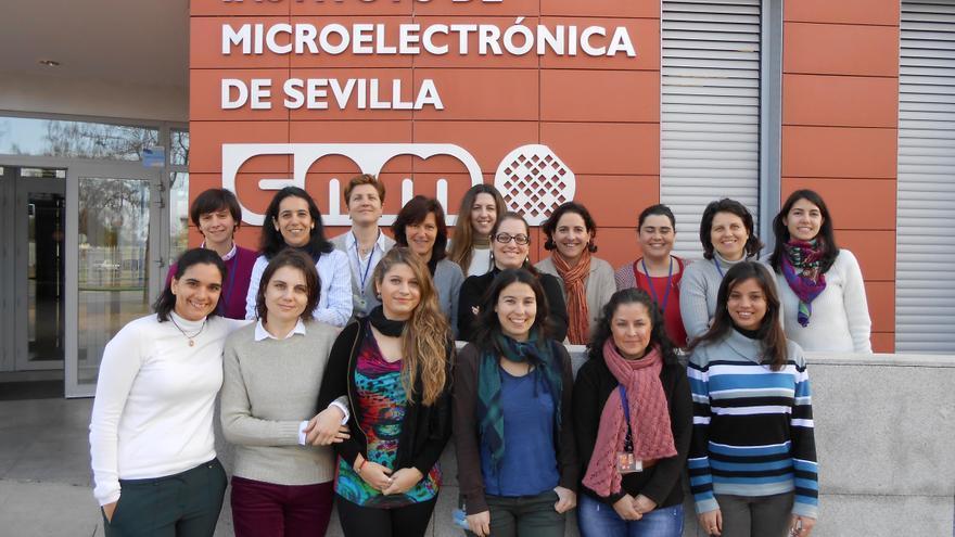 En el Instituto de Microelectrónica de Sevilla hay una paridad sorprendente entre hombre y mujeres