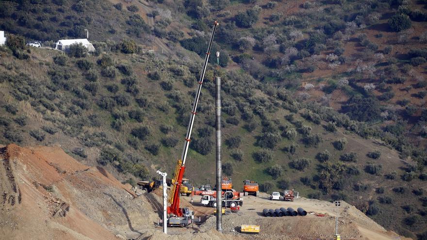 Los técnicos trabajan para corregir nuevos salientes detectados en el túnel paralelo al de Julen