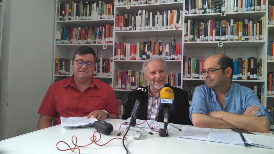 Julio Anguita junto a integrantes de Frente Cívico.