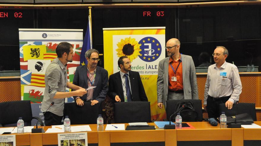 El eurodiputado Jordi Sebastiá (segundo por izda.), durante la inauguración de las Jornadas sobre la despoblación. J.S.