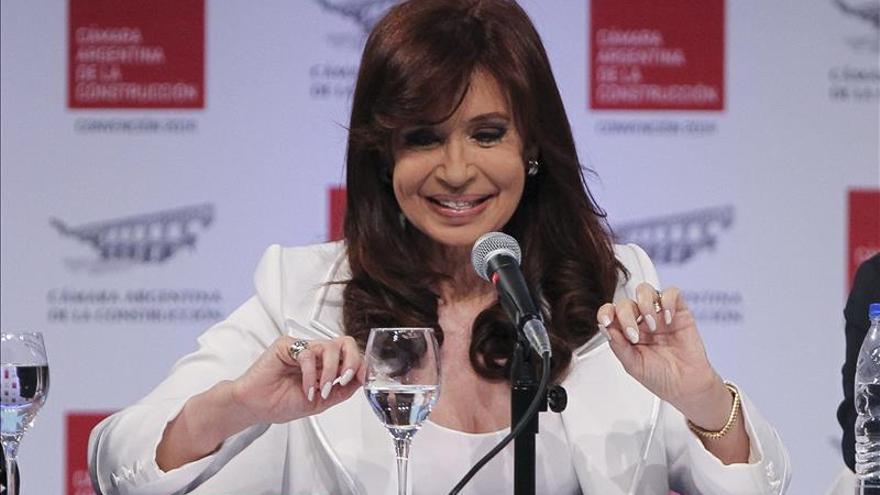 """Fernández regresa a escena y dice que no se dejará """"extorsionar"""" por jueces"""