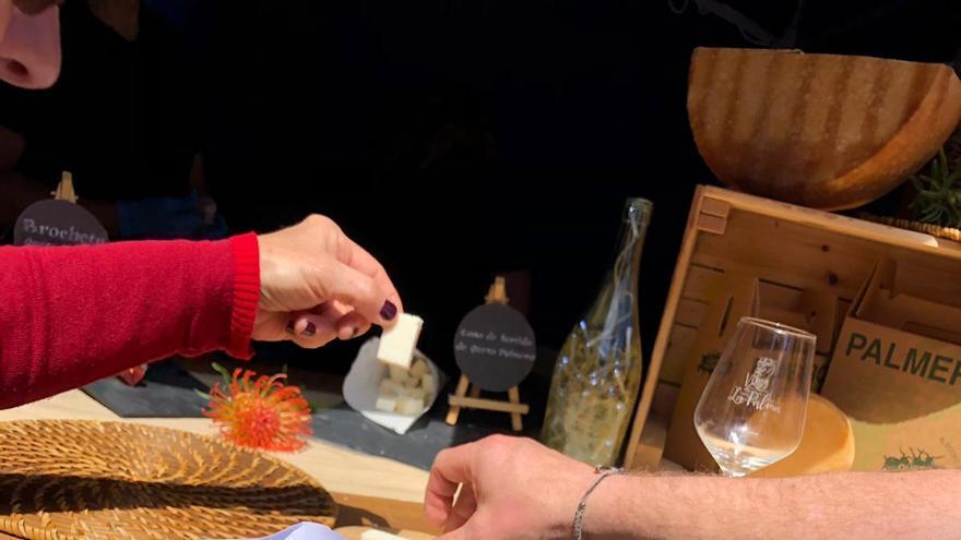 El queso y el vino fueron los protagonistas del evento.