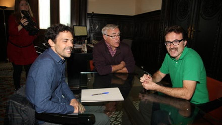 El gerente de la EMT, el alcalde Joan Ribó y el edil de movilidad Giuseppe Grezzi