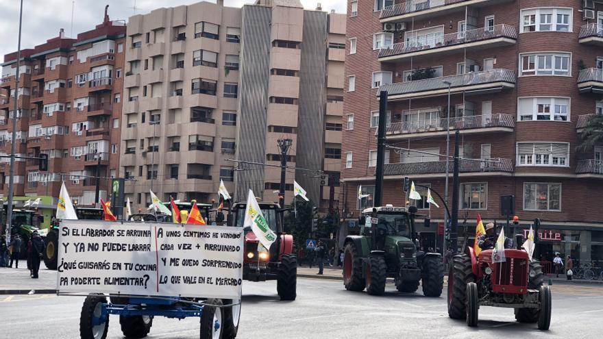 El Ayuntamiento de Murcia, a través de su cuenta de Twitter, está informando de las incidencias en la ciudad producidas por la manifestación del sector agrario