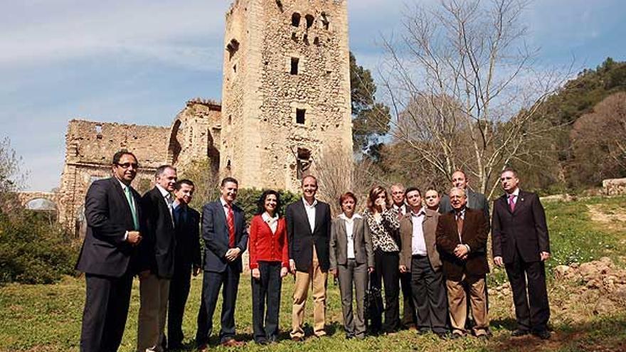 Camps, en el centro, en la inauguración de la ruta de los Monasterios, que incluye el de la Valldigna.