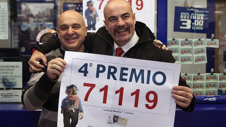 Los cuartos premios, el 52.215 y el 71.119, reparten suerte por toda España