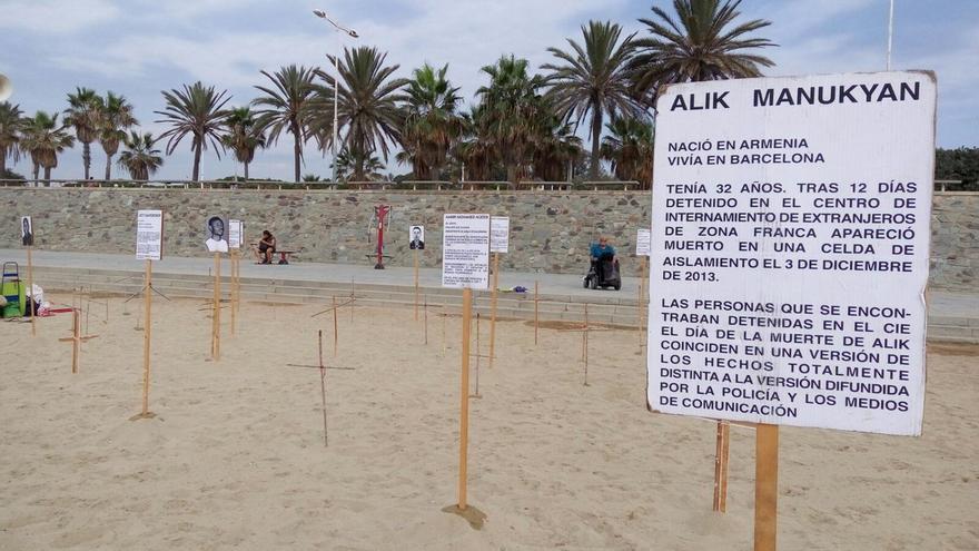 """La octava edición de """"Fronteras invisibles"""" se ha desarrollado en la playa del Bogatell"""