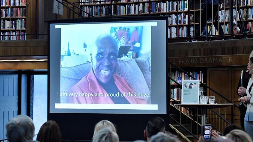 Conceden un premio alternativo al Nobel de Literatura a la guadalupeña Condé