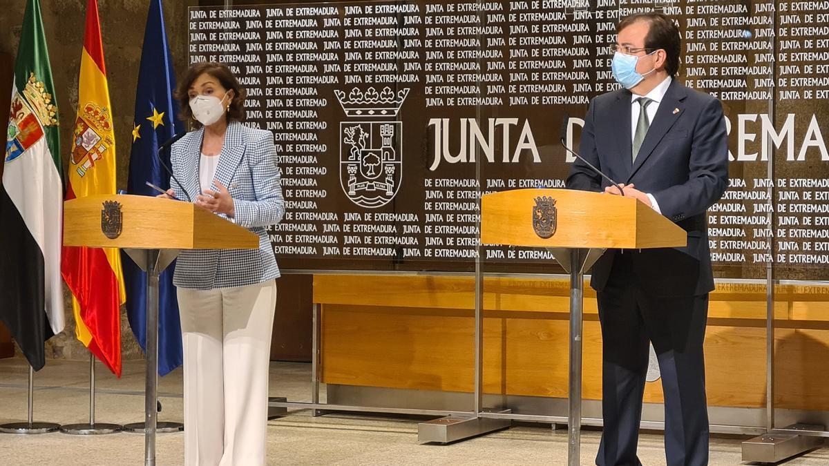 La vicepresidenta Carmen Calvo y el presidente de la Junta, Guillermo Fernández Vara, este miércoles en Mérida