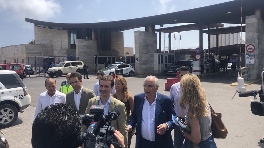 """Casado critica que Pedro Sánchez """"no diga nada"""" del cierre unilateral de Marruecos de la aduana con Melilla"""