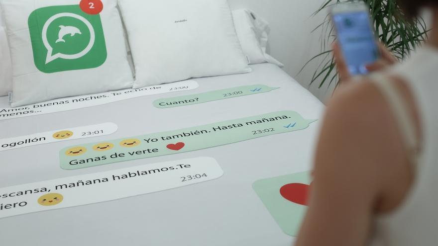 Una nueva exposición de La Térmica recoge las relaciones amorosas en la era de Internet