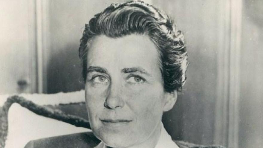 Dorothy Azner