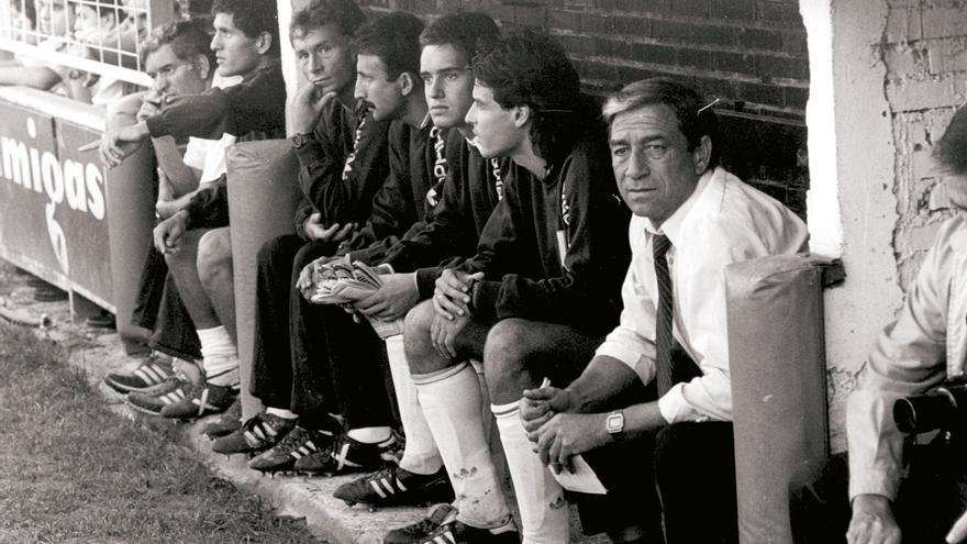 Benito Joanet (primero por la derecha), durante un partido del CD Tenerife en la temporada del segundo ascenso a Primera División
