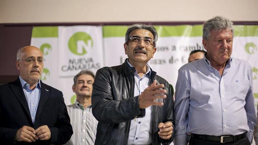 Román Rodríguez,, junto a Antonio Morales (i), y Pedro Quevedo. EFE/Ángel Medina G.