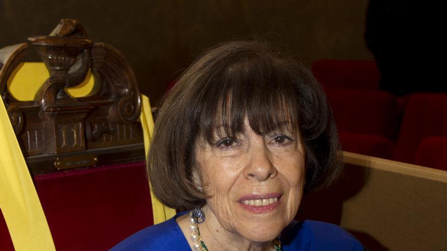 La académica Ana María Villegas durante el acto de toma de posesión en la Real Academia Nacional de Medicina.