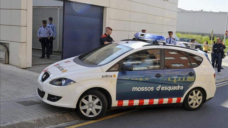 Cinco detenidos en Barcelona por robar a turistas por el método de la mancha