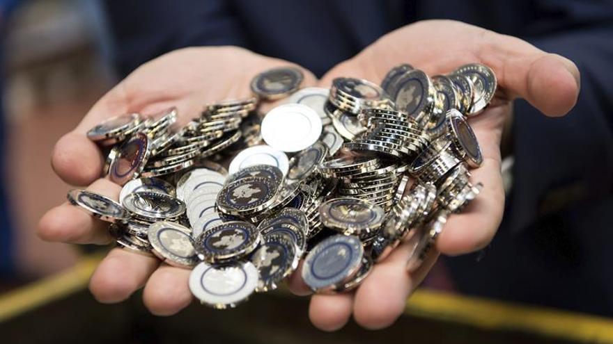 El euro baja a 1,1079 dólares en Fráncfort