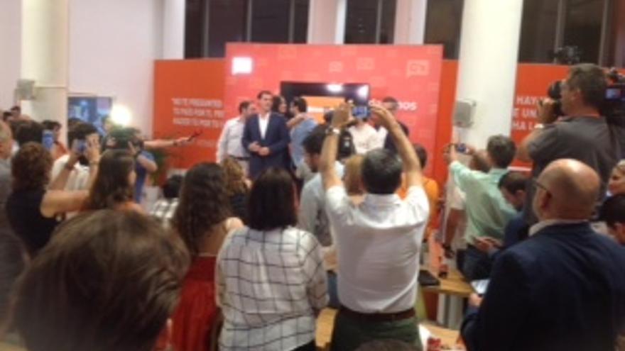Rivera llega a la sede de Ciudadanos.