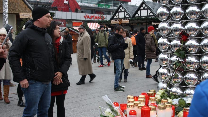 Los berlineses en los puestos cercanos al lugar del atentado.