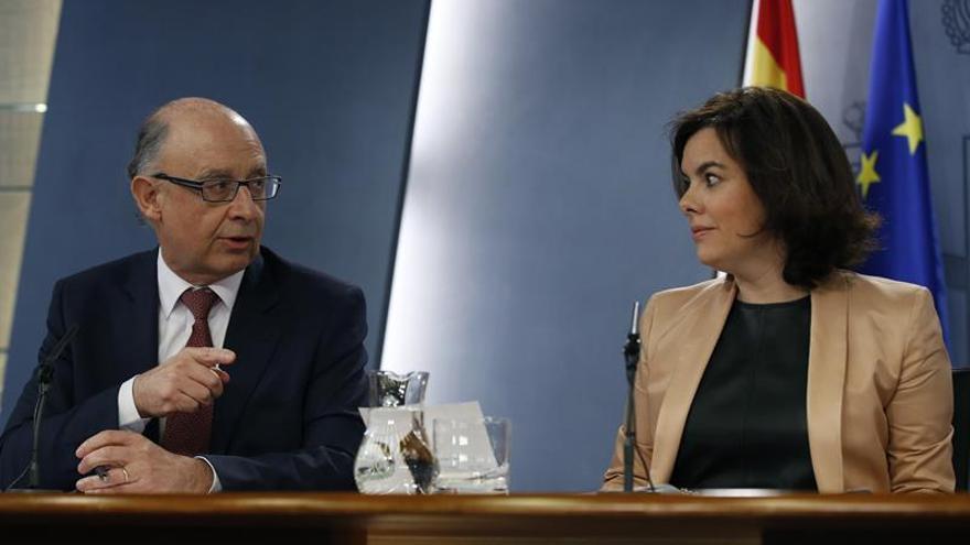 Santamaría: Sánchez debería dejar de decir que no antes de que le llame Rajoy