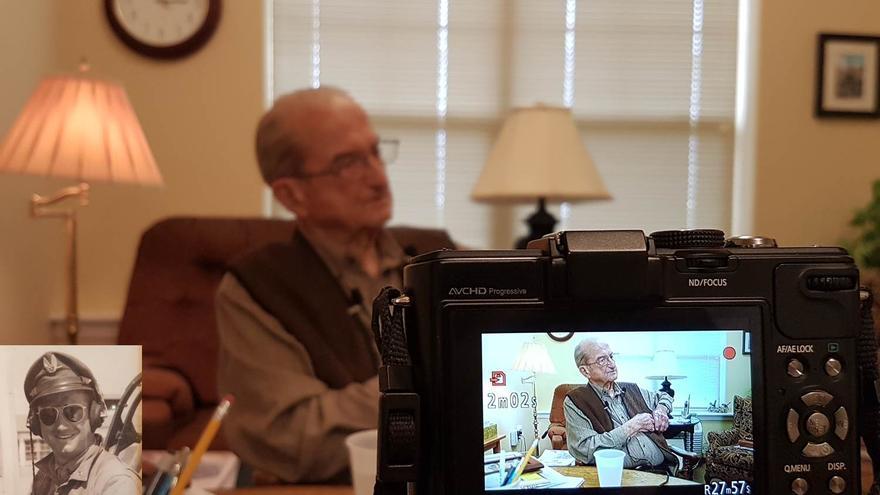 El instructor de vuelo de pilotos de guerra Gene Etchart fue entrevistado a la edad de 100 años por Joseba Etxarri de euskalKultura.eus y Pedro J. Oiarzabal en 2017 en Billings, Montana.