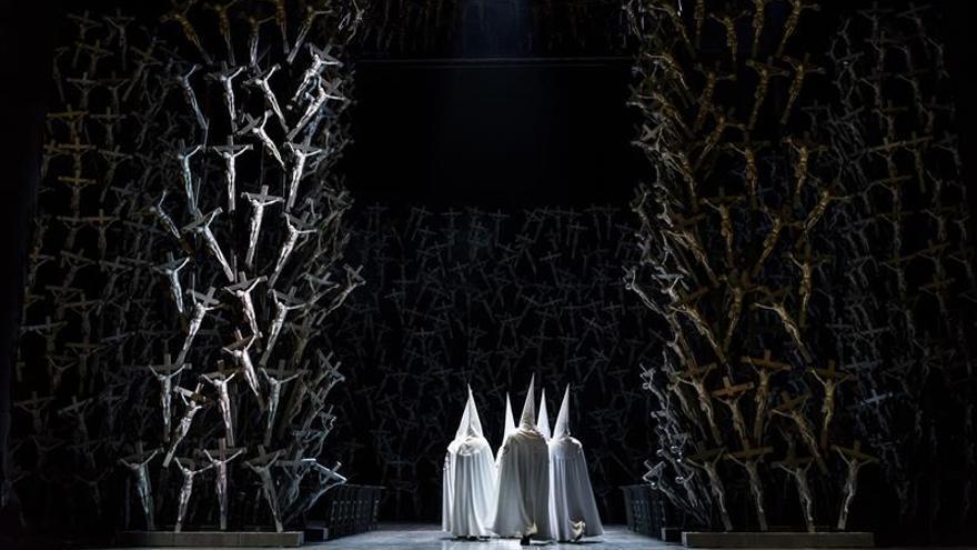 """Ollé incluye elementos religiosos """"muy españoles"""" en su versión de """"Norma"""""""