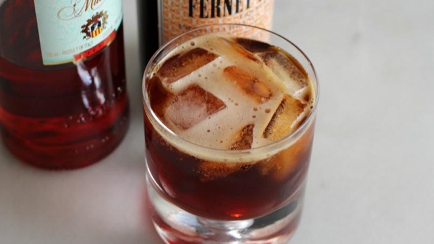 Nueve licores digestivos centenarios que perviven en los cócteles de medio mundo