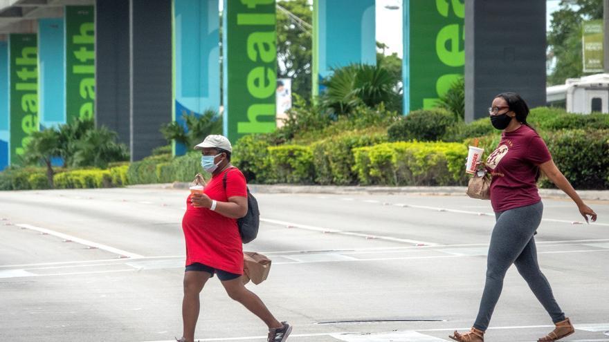 Florida llega a la tasa diaria de positivos más baja desde mediados de junio
