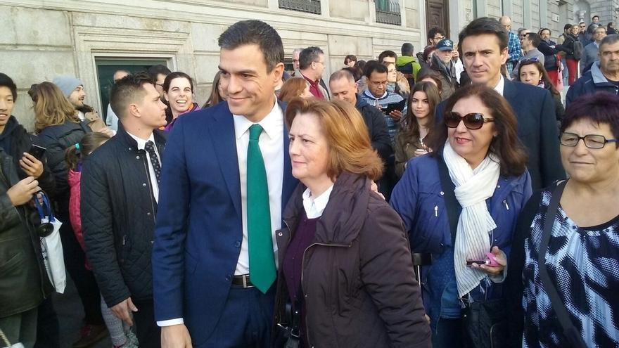 """Pedro Sánchez quiere """"poner al día"""" la Constitución y blindar los derechos """"en riesgo"""" por """"los recortes del PP"""""""