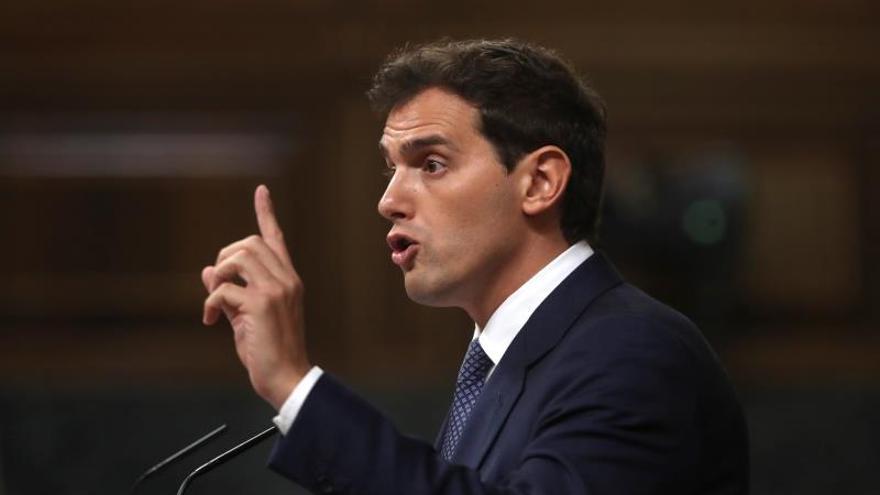 Rivera reprocha a Sánchez que ignore a Cataluña, principal desafío del país