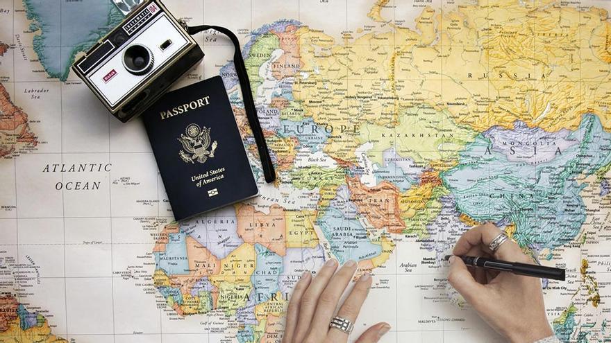 Pasaportes, mapas y viajes