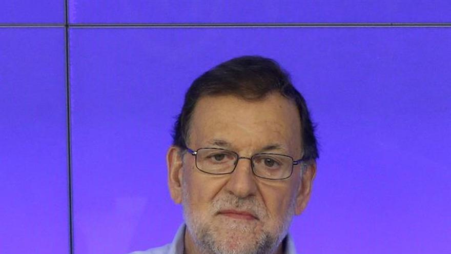 Rajoy comunica a Tsipras que enviará a un representante a cumbre mediterránea