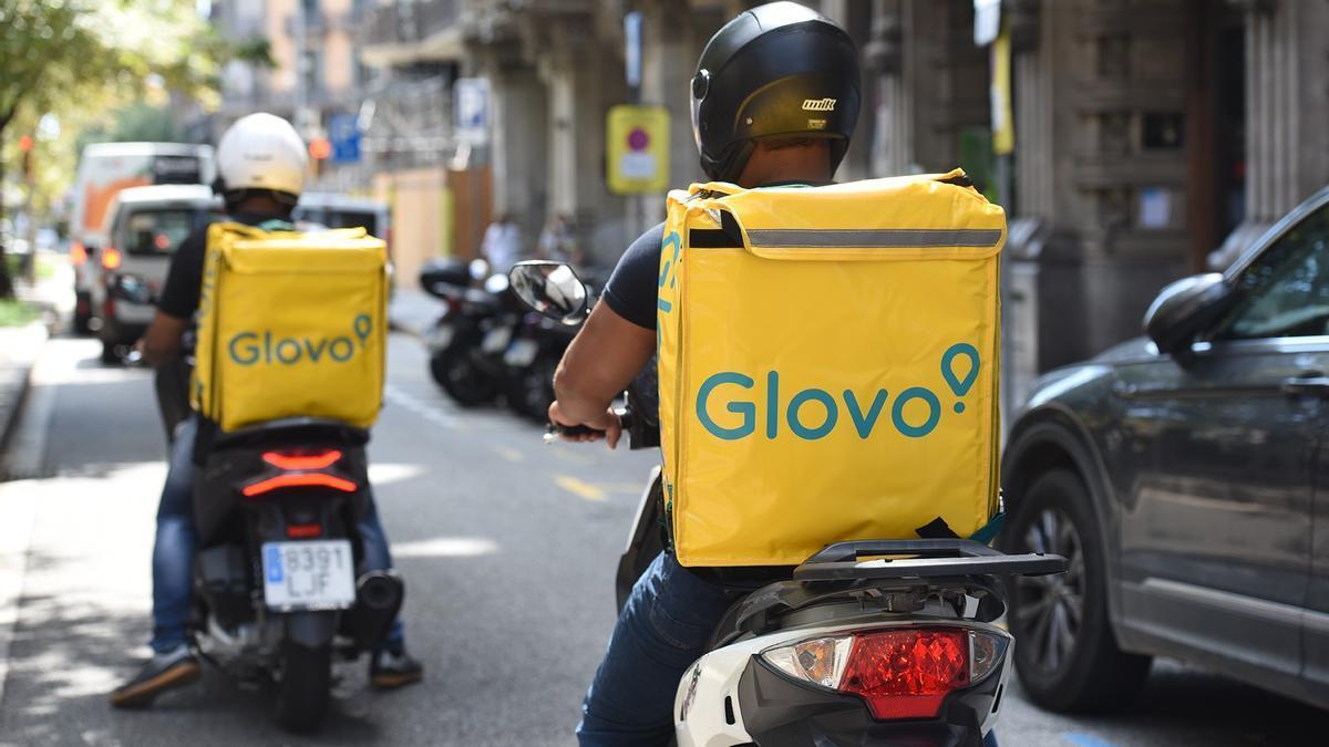 Repartidores de Glovo, una de las empresas que utiliza inteligencia artificial para dirigir a los trabajadores.