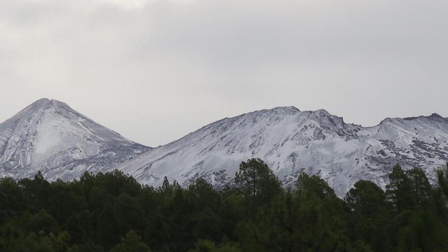 El Teide y Pico Viejo, en una imagen sacada desde la zona norte de la isla, en su vértice noroeste