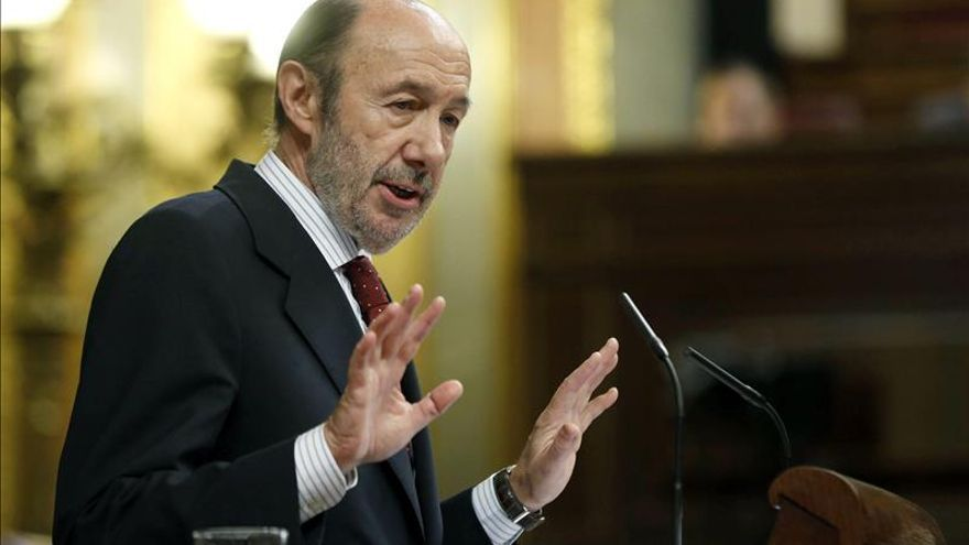 El PSOE ganaría los comicios, según un sondeo que ve a Rubalcaba como el mejor candidato