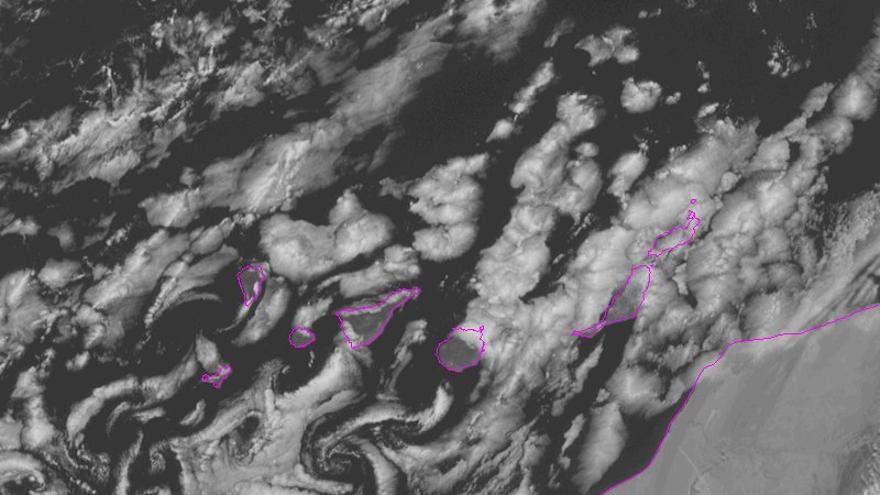 Imagen de satélite del canal visible de alta resolución (HRV), donde se aprecia la nubosidad de tipo baja que está afectando a Canarias