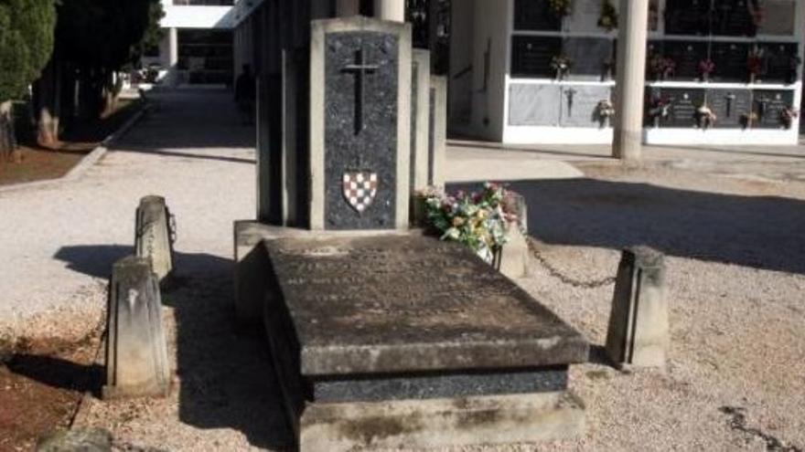Tumba del genocida Luburic en el cementerio de Carcaixent.