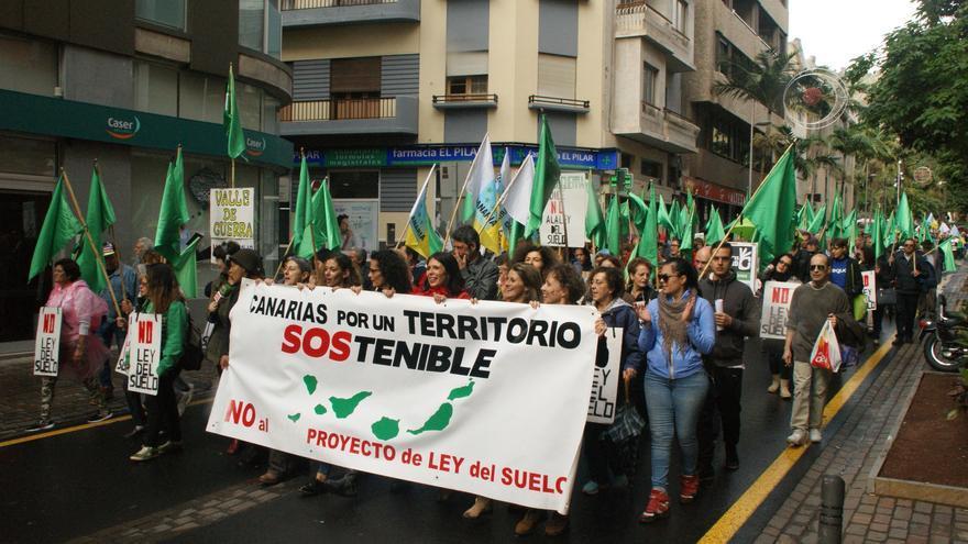 La movilización contra la Ley del Suelo, a su paso por la calle del Pilar