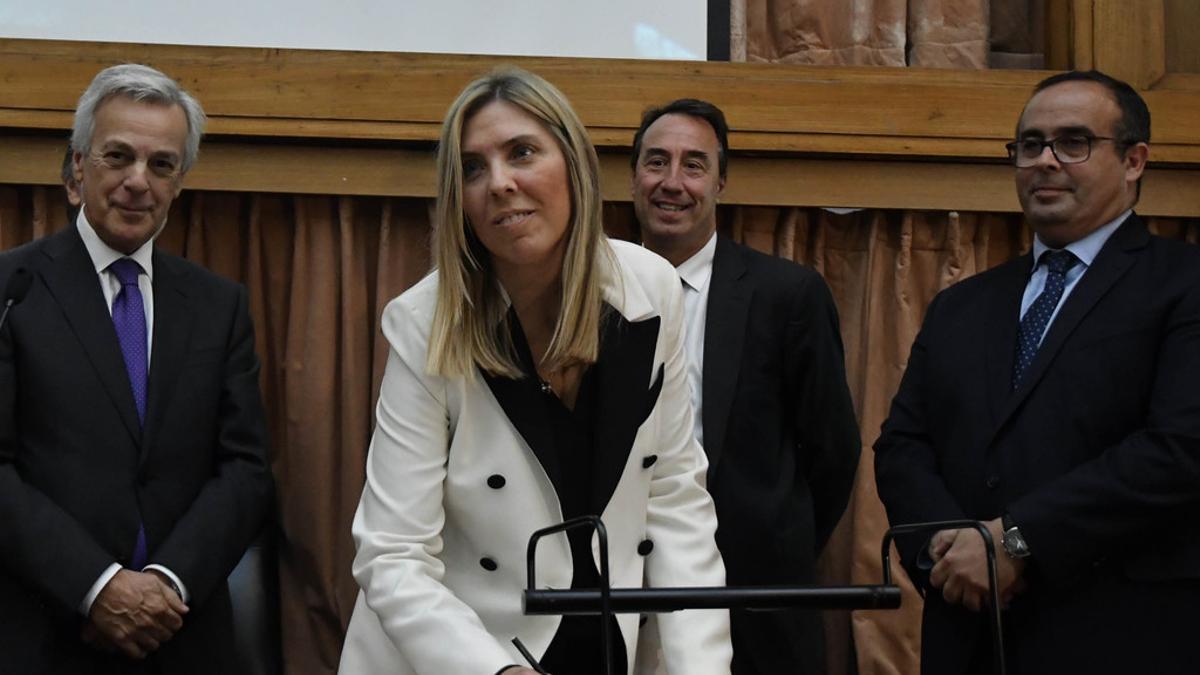 La denuncias para que se investiguen las presuntas irregularidades en la vacunación por coronavirus estarán a cargo de la jueza María Eugenia Capuchetti.