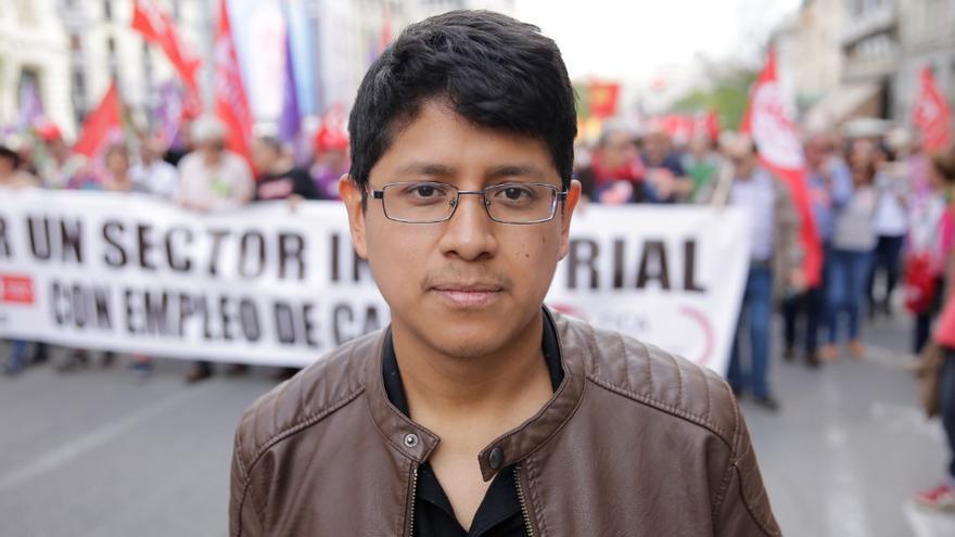 Raúl, de 23 años, repartidor y representante de CCOO en Domino's Pizza.
