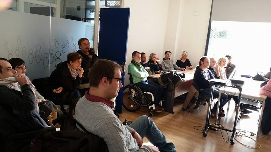 Reunión en la asociación barcelonesa Tandem Team. / Tandem Teamm