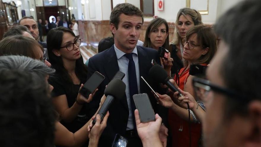 Pablo Casado en los pasillos del Congreso