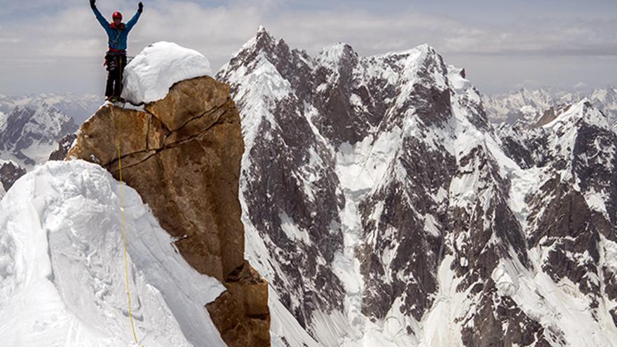 Andy Houseman celebra haber alcanzado la cima Oeste.