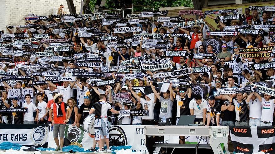 La afición de Unionistas CF, de Salamanca, durante un partido