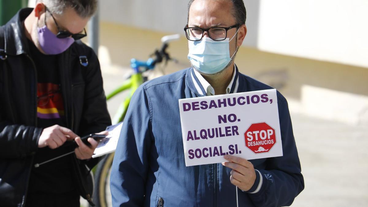 Juan Alcántara en una concentración para defender el derecho a la vivienda.