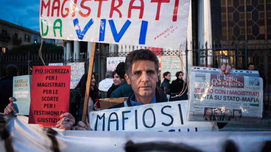 Miles de personas se manifestaron en 2013 en Palermo para apoyar al fiscal Nino Di Matteo, amenazado de muerte por la mafia.