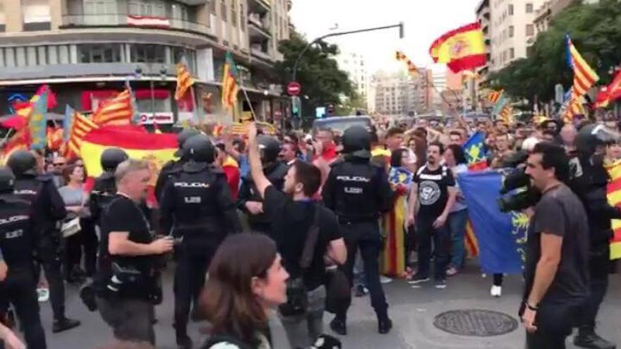 La Policía Nacional controlando la contramanifestación