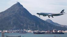 Cathay Pacific pide a su plantilla dejar de trabajar 3 semanas por el virus