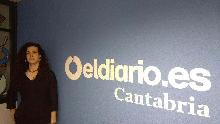 Lara García, presidenta del ALEGA en la redacción de eldiario.es Cantabria. | R.A.