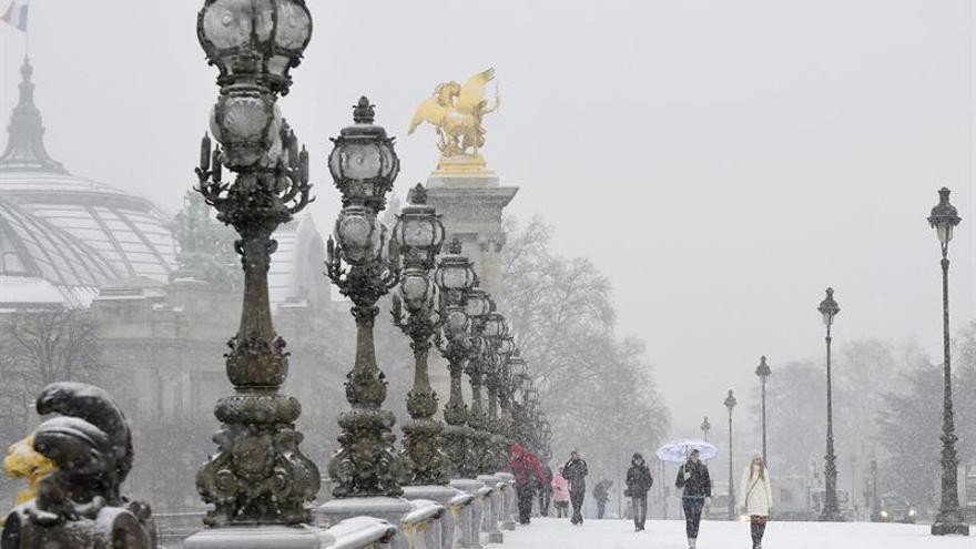 Cortes de electricidad y fuertes vientos, preludio de ola de frío en Francia